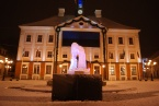 Tartu town hall, adorned with Estonian flag and ice sculpture. Oooo, pretty!